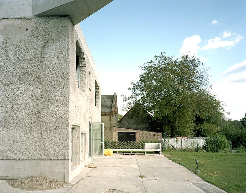 Antivilla / Brandlhuber + Emde, Burlon