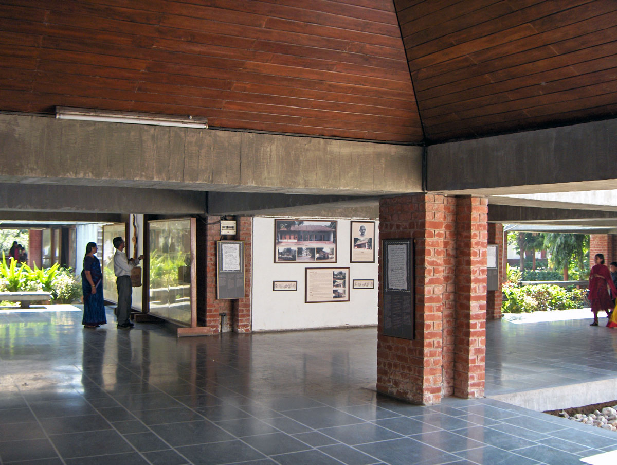 sabarmati ashram Sabarmati ashram is located in the sabarmati suburb of ahmedabad, gujarat, adjoining the ashram road, on the banks of the river sabarmati, four miles from th.