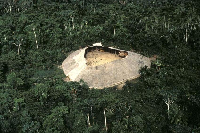 Yanomami-communal-Shabono-ArchEyes-9