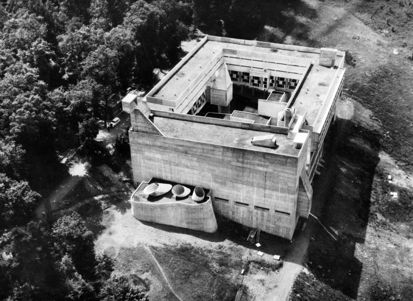 Sainte Marie de La Tourette by Le Corbusier bird view