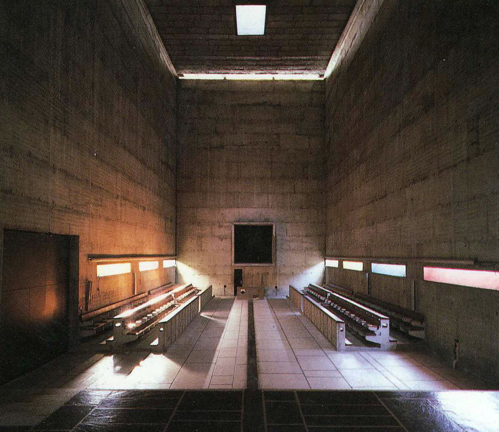Interior space of Sainte Marie de La Tourette / Le Corbusier