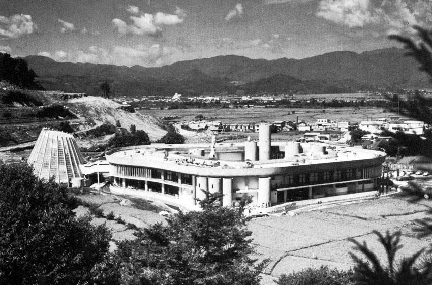 Resort Center Hawaii Dreamland in Yamagata / Kisho Kurokawa