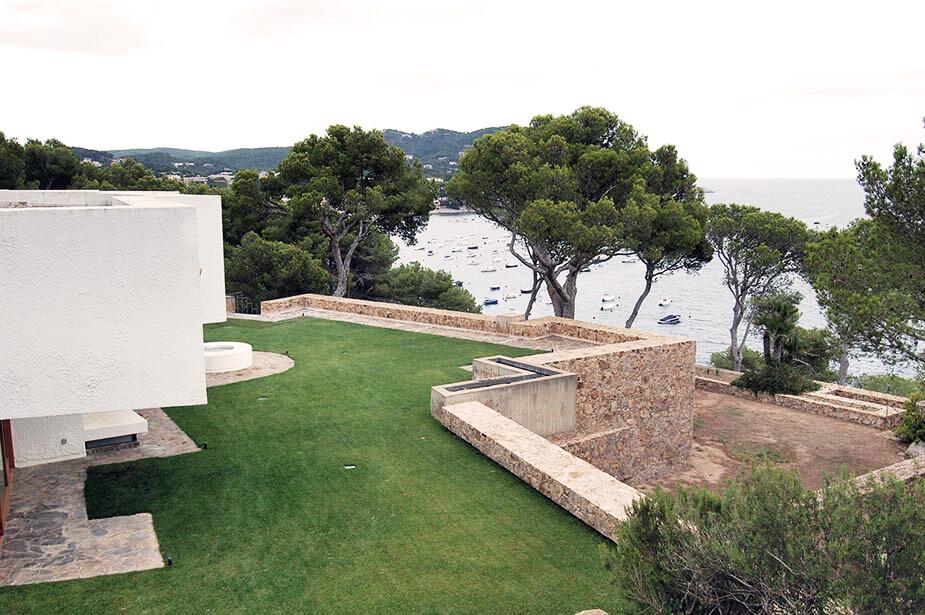 Bird View of Modernist House in Calella by Antonio Bonet Castellana